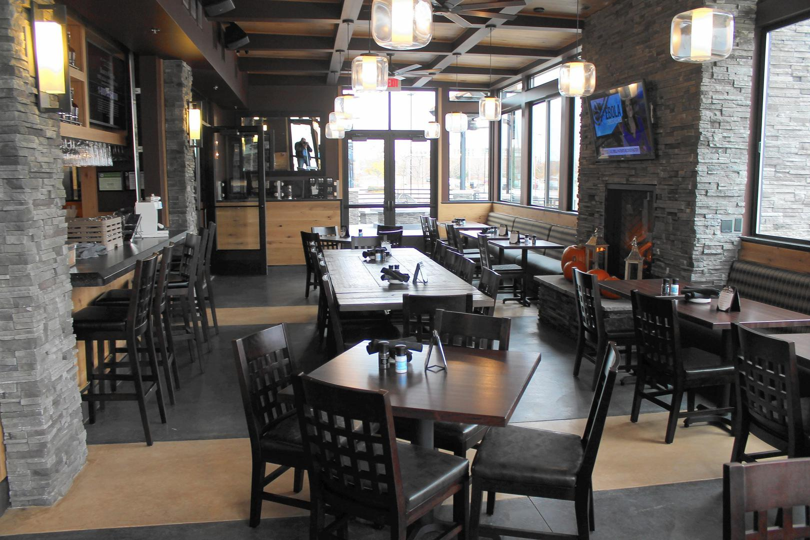 space at Granite City Food & Brewery Schaumburg