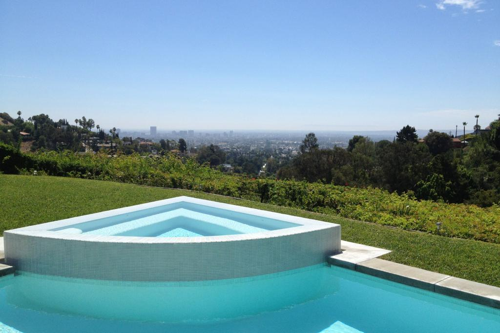 space at Hollywood Hills Home (No Indoor Access)