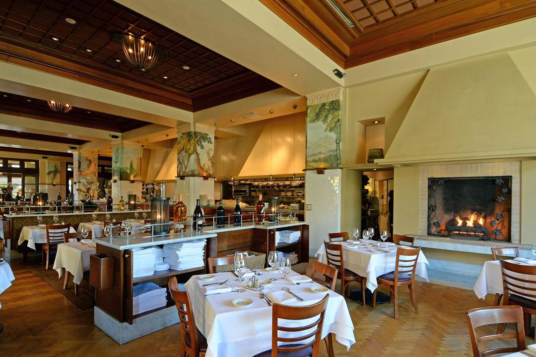 space at Il Fornaio Manhattan Beach